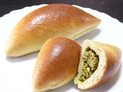 海外産大豆粉のカレーパン