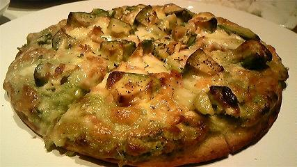 ツナとアボカドのピザ1