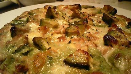 ツナとアボカドのピザ2