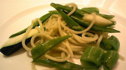だだちゃ豆を練り込んだパスタと緑の野菜2