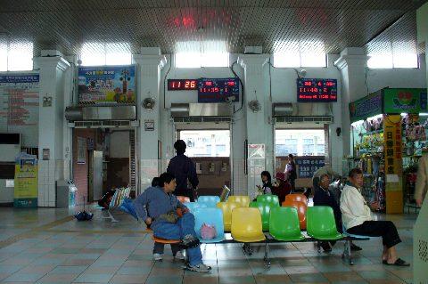 瑞芳駅の駅舎の中