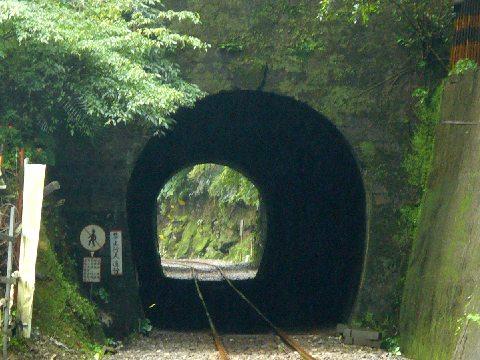 十分爆布近くのトンネル
