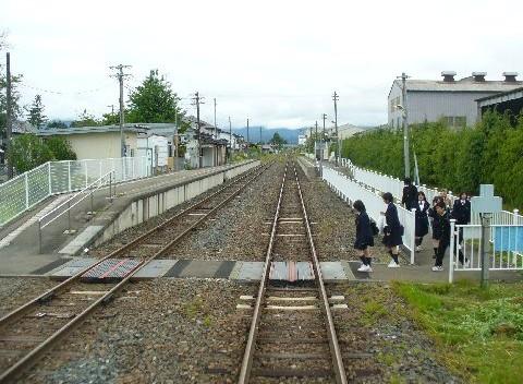 藤根駅と学生たち