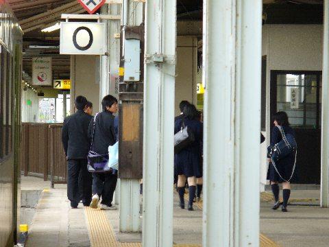 北上駅0番線と学生たち