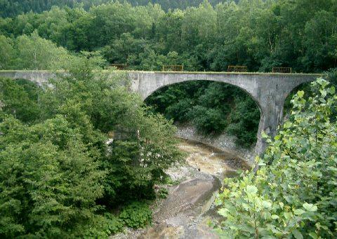 付近のアーチ橋