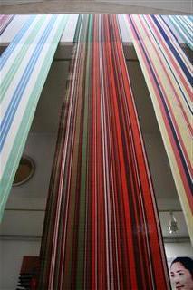 布を織る 布
