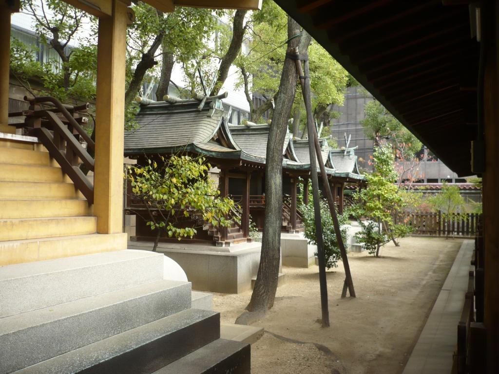 坐摩神社摂社