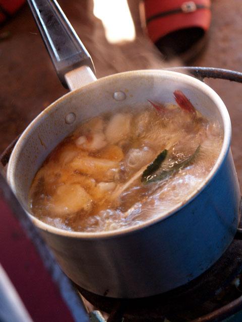 タイ東北田舎食堂トムヤンスープ