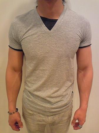 デラクア Tシャツ 前