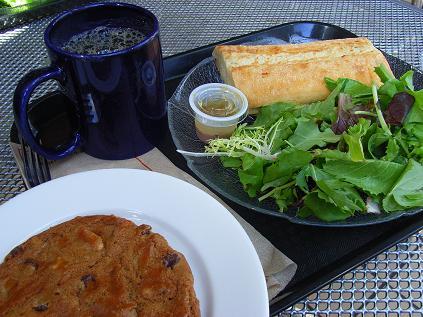 メープルハムチーズサンドとメープルドレッシングサラダ・クッキー