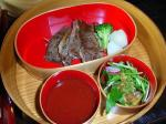 近江牛ステーキとサラダ