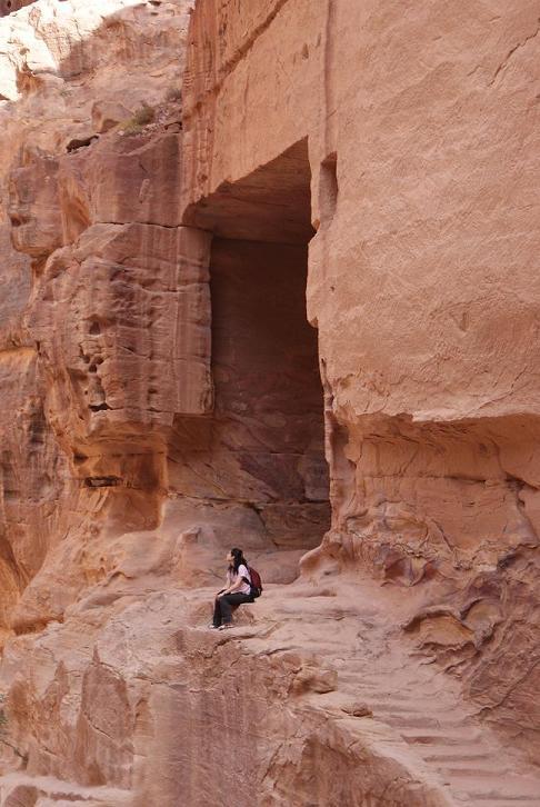 ペトラ・宝物殿近くの洞穴で