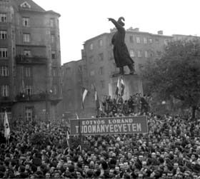 1956_Oct_23_Budapest_Bem_demonstration.jpg