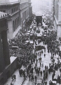 200px-Crowd_outside_nyse.jpg