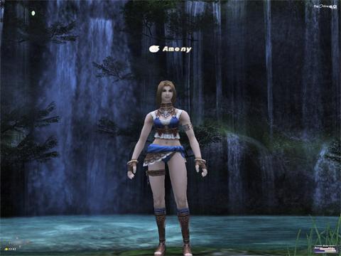 お気に入りの滝の前で、水着で涼しそう~^^