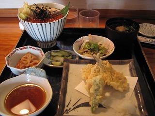 ホッキ貝いくら丼定食