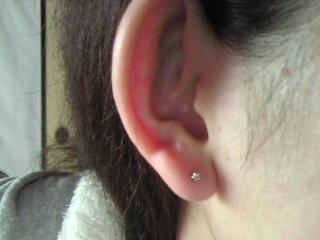 厚い ピアス 耳たぶ