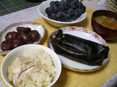 081014松茸ご飯、昆布巻き、栗の渋皮煮、味噌汁、巨峰