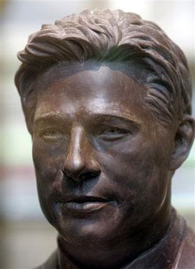 Brad_Chocolate-Statue2.jpg