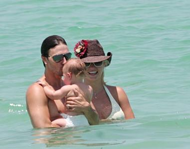 Britney_Family-in-Miami2.jpg