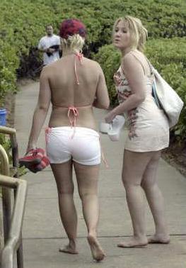 Britney_Pink-Bikini4.jpg