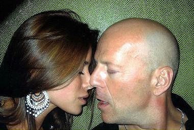 Bruce_Willis-Aida_Yespica3.jpg
