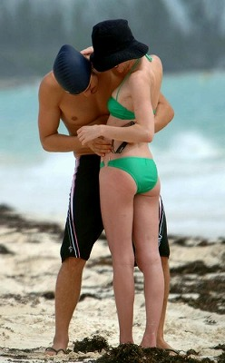 Orlando_Bloom-Kate_Bosworth_Beach11.jpg