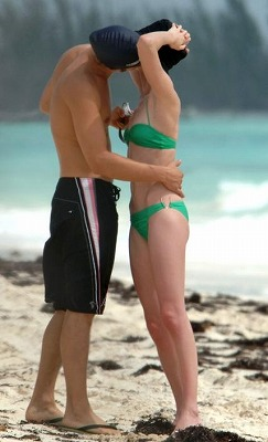Orlando_Bloom-Kate_Bosworth_Beach15.jpg