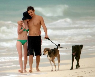 Orlando_Bloom-Kate_Bosworth_Beach5.jpg