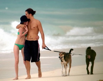 Orlando_Bloom-Kate_Bosworth_Beach7.jpg