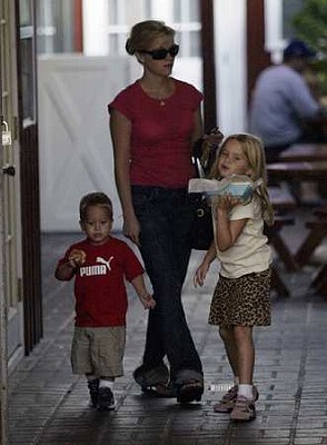 Reese-Ryan_Cute-Family3.jpg