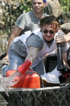 Sean_Penn-boat-leaks.jpg