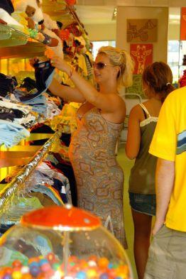 britney-shopping2.jpg