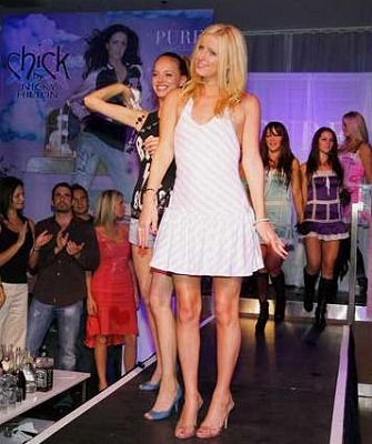 nicky_chick_fashion_show3.jpg