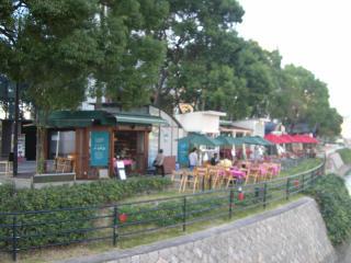 川沿いのカフェ.jpg