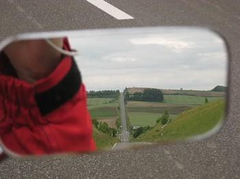 ミラー越しにジェットコースターの道