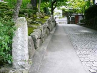 びゃくろくざか(裏門に通じる坂道)