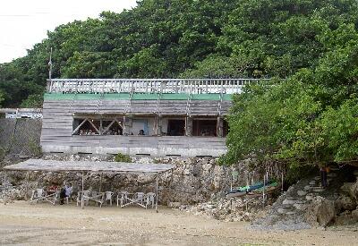 浜辺の茶屋外景