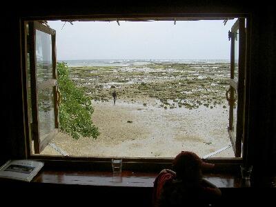 浜辺の茶屋窓