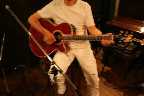 取り、知人のギターソロ