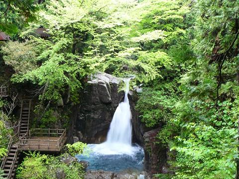県名水100選 竜神の滝