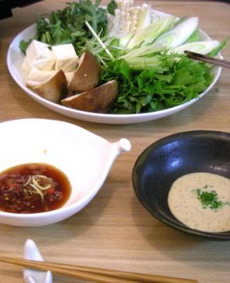 ぽかぽか鶏鍋 2種類の味でお楽しみ。2008.10.9
