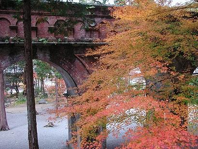水路閣と紅葉②