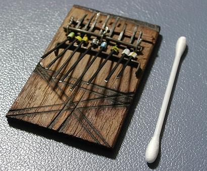 ミニミニカリンバは綿棒サイズ 携帯にも便利(決まり文句)