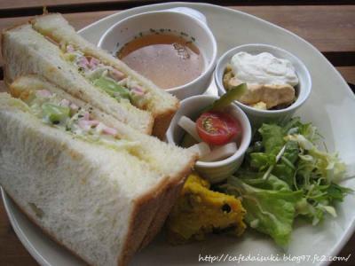 Cafe shibaken◇いろいろな豆とハムのクリームチーズサンド
