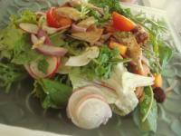 ヘルシーミールの海老のサラダ。20種類くらいから選びます。