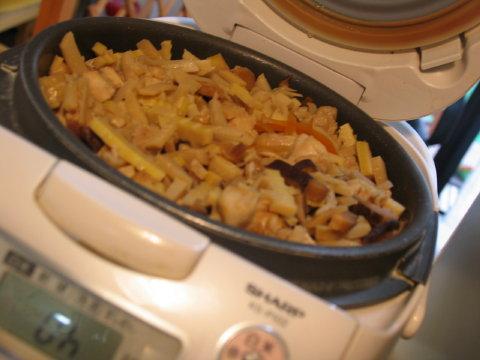 母、タケノコご飯に挑戦~