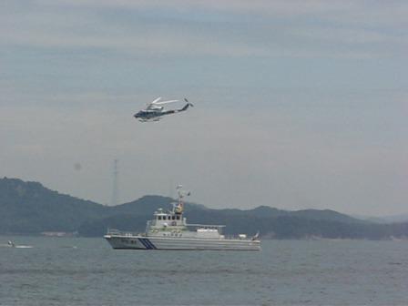 巡視艇とヘリ