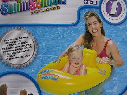 浮き輪で、足を通して座った状態になる、6ヶ月から18ヶ月の赤ちゃん用のもの。