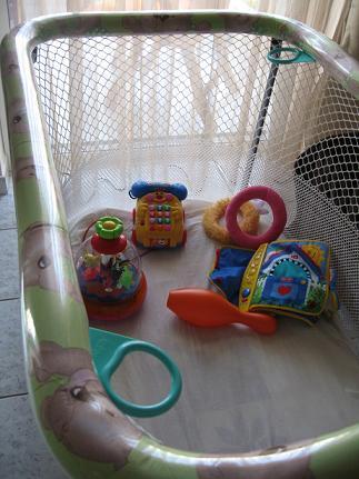 これがうちで使っているベビーサークル。居間において、安全に遊んでもらえるので大助かり!